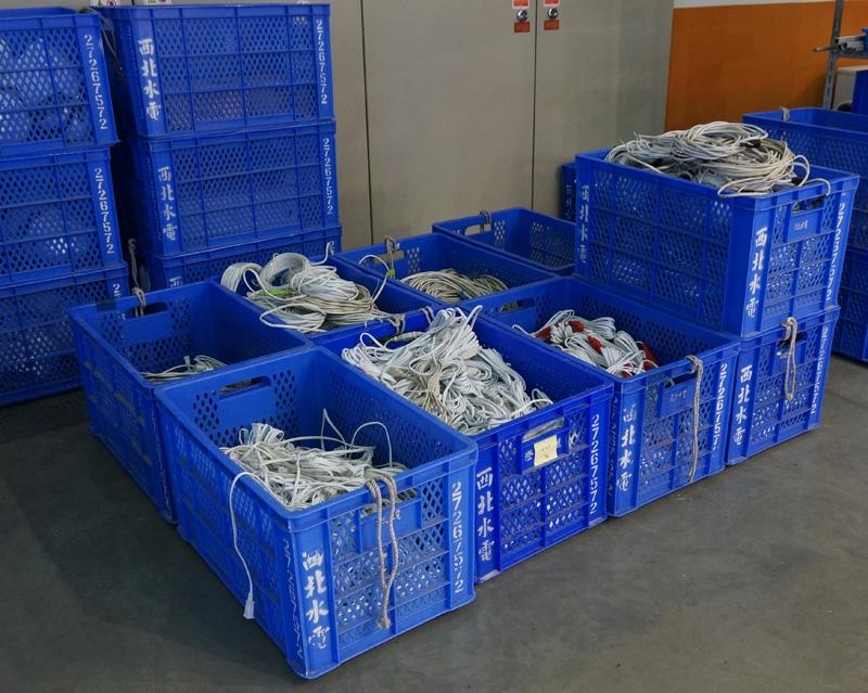 Трудно представить, сколько километров кабелей необходимо уложить, чтобы все экспонаты работали как следует