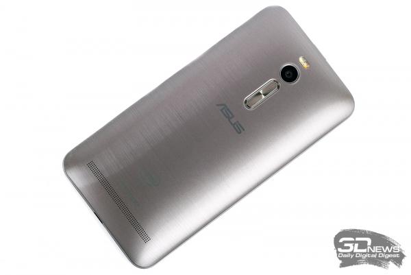 ASUS Zenfone 2 – задняя панель