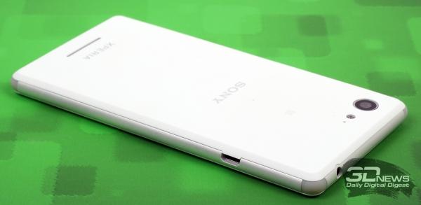 Sony Xperia E3 – боковые торцы