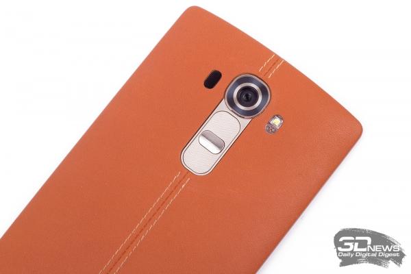 LG G4 – аппаратные клавиши на задней панели