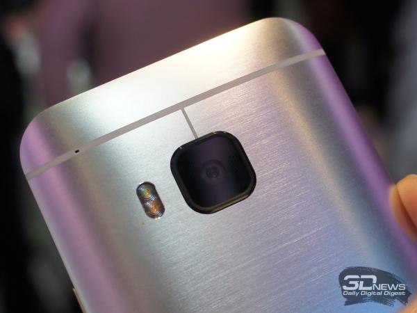 HTC One M9: сзади 20