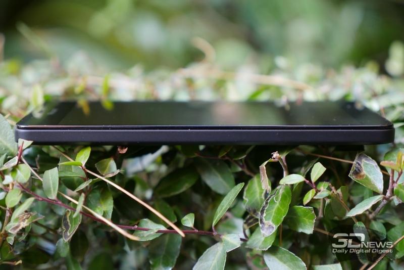 Microsoft Lumia 950, левая грань свободна от функциональных элементов