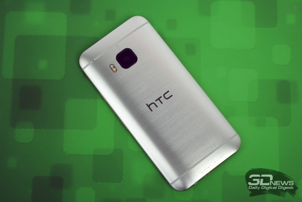 HTC One M9 – задняя панель