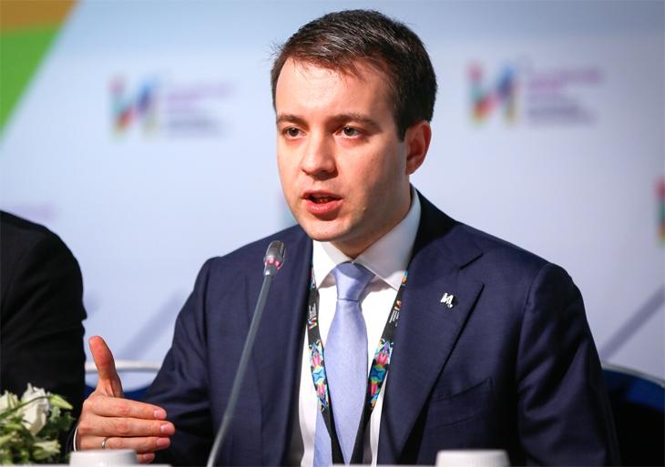 Глава Минкомсвязи РФ Николай Никифоров убеждён, что закон о преференциях российским программистам форсирует развитие отечественного IT-рынка и обеспечит максимальную независимость от иностранных разработок в сфере высоких технологий. Эх, заживём!