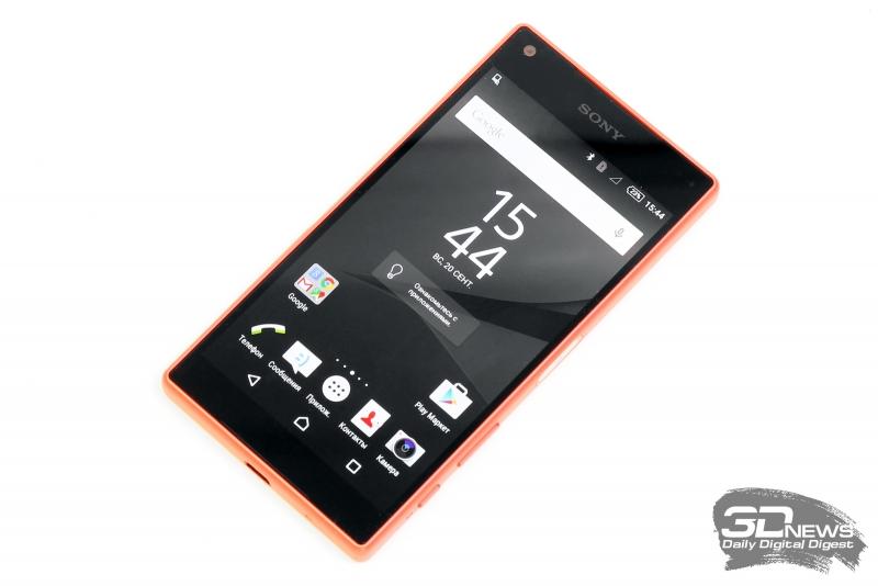 Sony Xperia Z5 Compact со включенным экраном