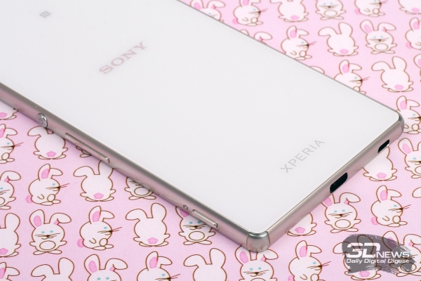 Sony Xperia Z3+ – нижний торец
