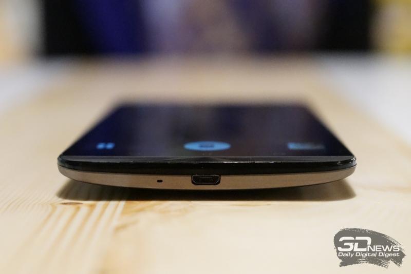 ASUS Zenfone 2 Laser, нижний торец: разъем microUSB