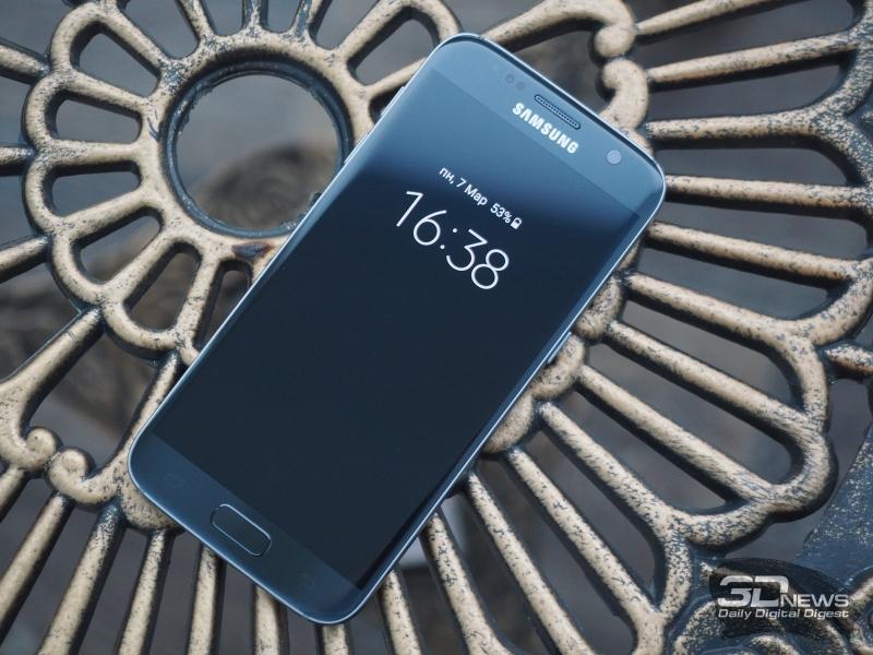 Samsung Galaxy S7, лицевая панель. Над экраном: разговорный динамик, фронтальная камера, датчики освещения и приближения, а также индикатор состояния. Под экраном: кнопка «Домой» со сканером отпечатка и сенсорные клавиши «Назад» и вызова списка открытых приложений
