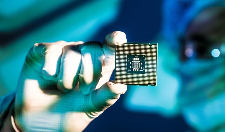 Intel готовится к эре «после закона Мура»